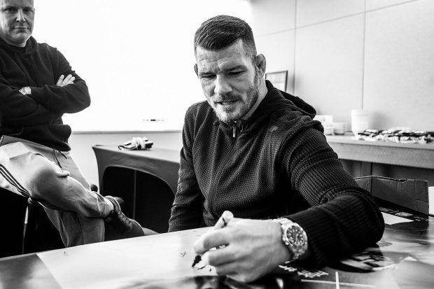 M. Bisping volta a lutar neste sábado (Foto: Reprodução Twitter UFCEurope)