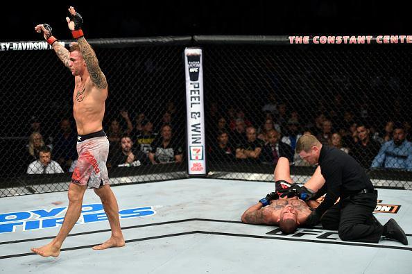 Poirier nocauteou Pettis no R3 (Foto:Reprodução/Facebook UFC)