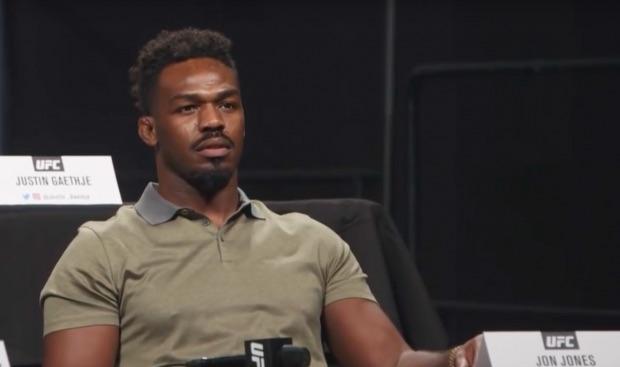 Jones pede desculpas por transtorno no UFC 232 (Foto: Reprodução Youtube ufc)