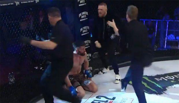 McGregor invadiu cage do Bellator e causou enorme confusão. Foto: Reprodução / Twitter