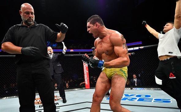 Mutante comemorou muito a vitória sobre Marquardt (Foto: Reprodução/Instagram UFCBrasil)
