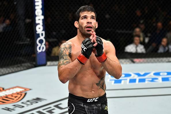 Raphael encara Font no UFC 226. Foto: Reprodução / Facebook @ufc