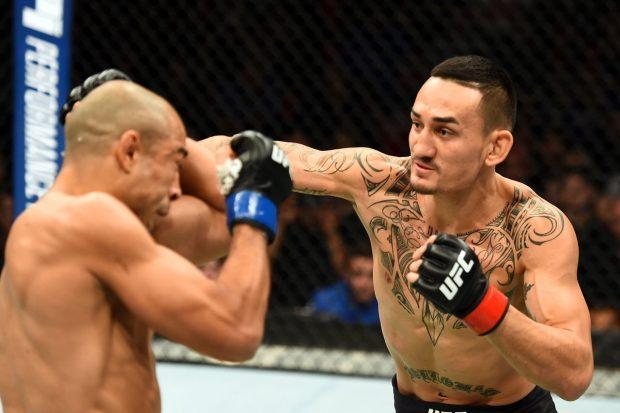 Holloway (dir.) voltou a vencer Aldo no UFC 218. Foto: Reprodução / Facebook UFC