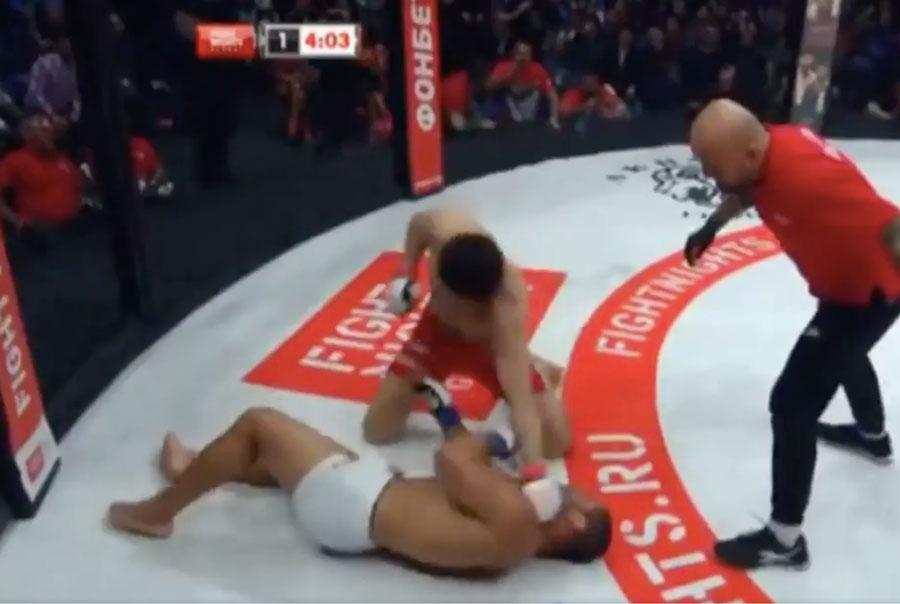 Toquinho é nocauteado no Fight Night. Foto: Reprodução / Twitter