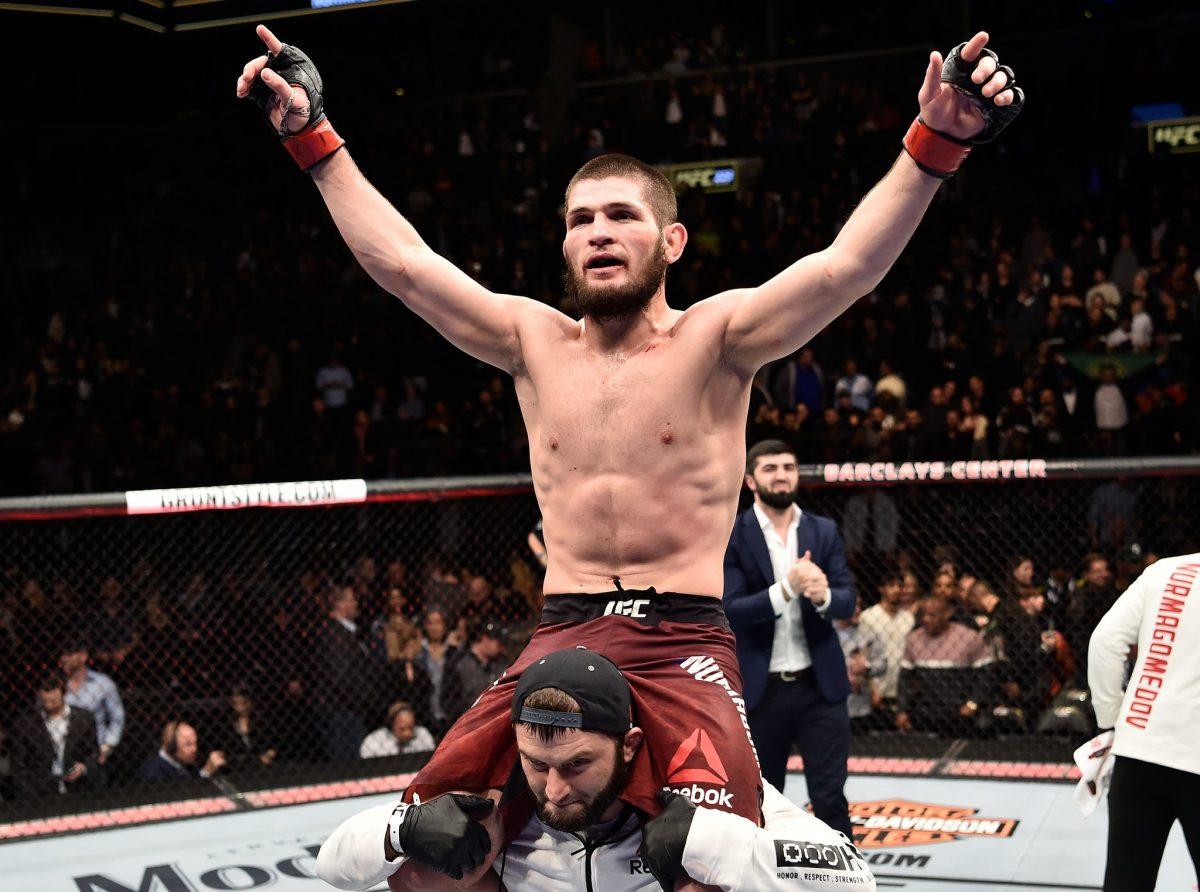 Khabib comemora vitória no UFC 223. Foto: Reprodução / Twitter@ufcindia