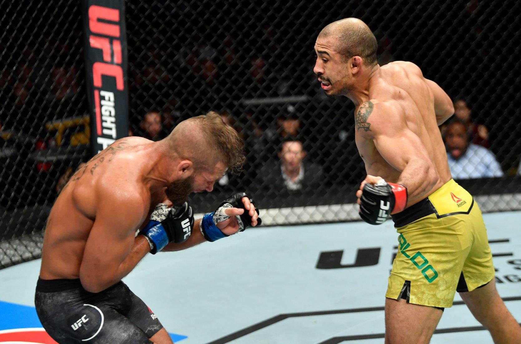 d858bf4211 Aldo (dir.) vence Stephens no UFC Calgary. Foto  Reprodução   Facebook UFC