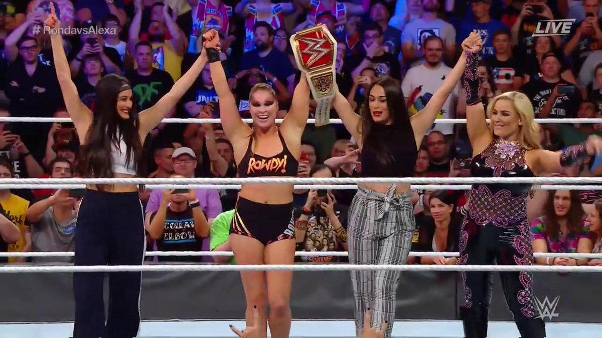 Ronda conquista cinturão da WWE. Foto: Reprodução / Twitter / WWE