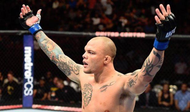 Smith finalizou Oezdemir na luta principal do UFC Moncton (Foto:Reprodução/FacebookUFC)