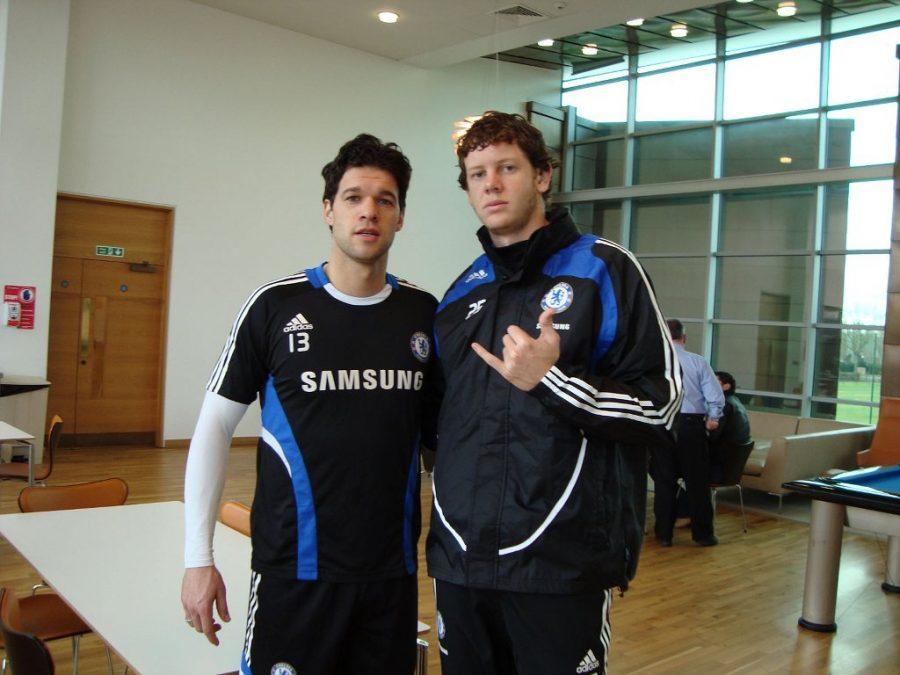 Prasel (dir.) ao lado do alemão . Ballack nos tempso de goleiro do Chelsea. Foto: Divulgação