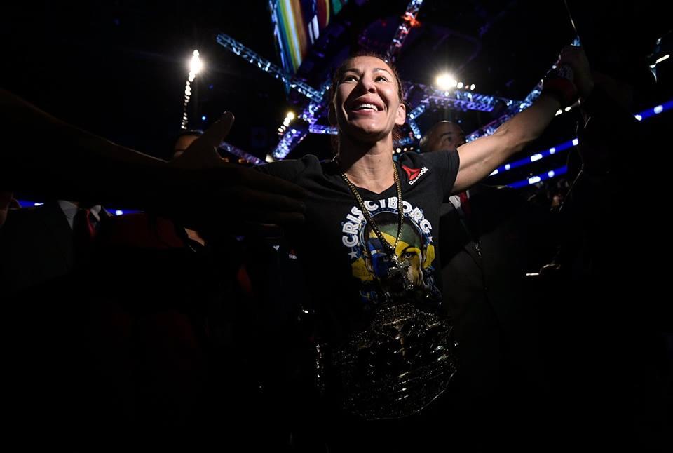 C. Cyborg fará a primeira superluta feminina no MMA. Foto: Reprodução/Facebook ufcbrasil