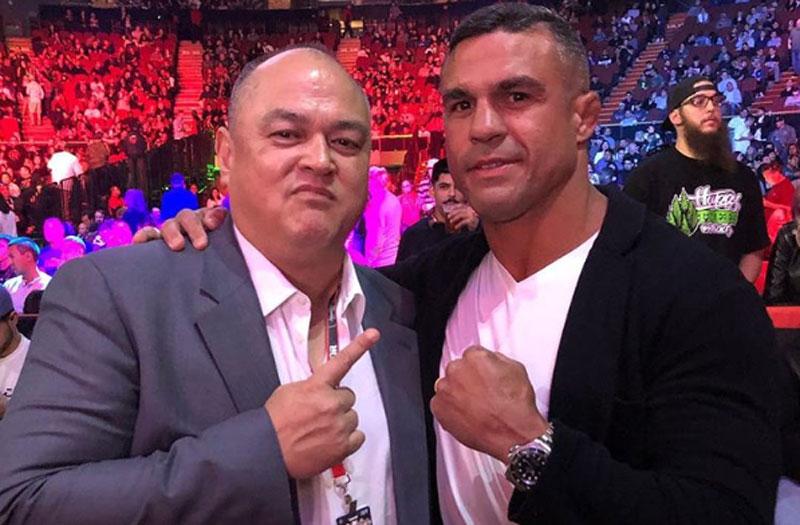 Belfort (dir.) ao lado de Coker, presidente do Bellator. Foto: Reprodução / Instagram