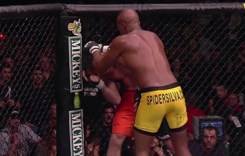 A. Silva nocauteou Franklin no primeiro round. Foto: Reprodução/Youtube ufc