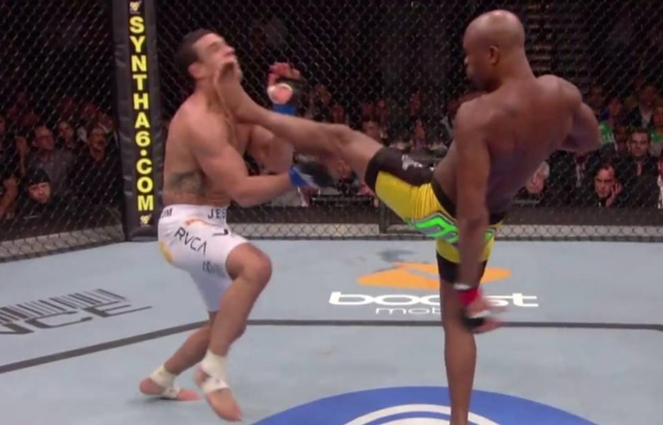 A. Silva nocauteou o rival aos 3m25 do primeiro round. Foto: Reprodução/Youtube @ufc