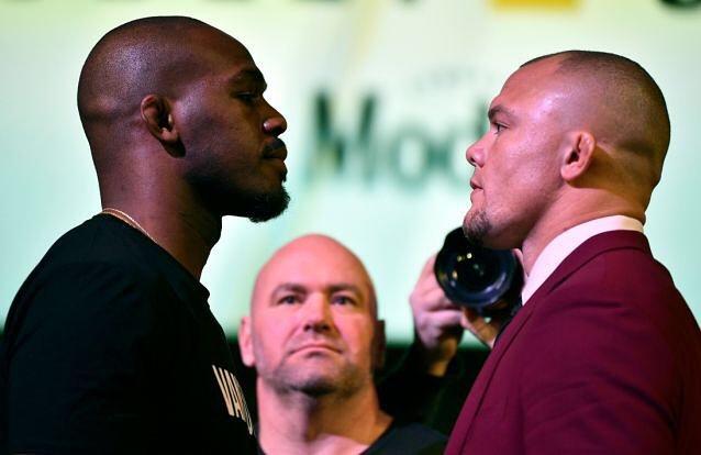 J. Jones (esq.) e A. Smith (dir) se enfrentam no UFC 235. Foto: Reprodução/Instagram @lionheartasmith