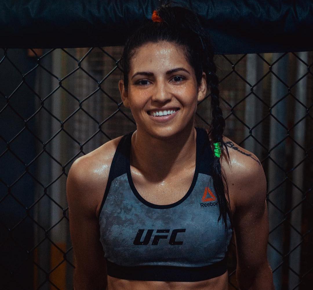 P. Viana é a primeira brasileira a subir no octógono do UFC 235. Foto: Reprodução/Instagram @polyanaviana