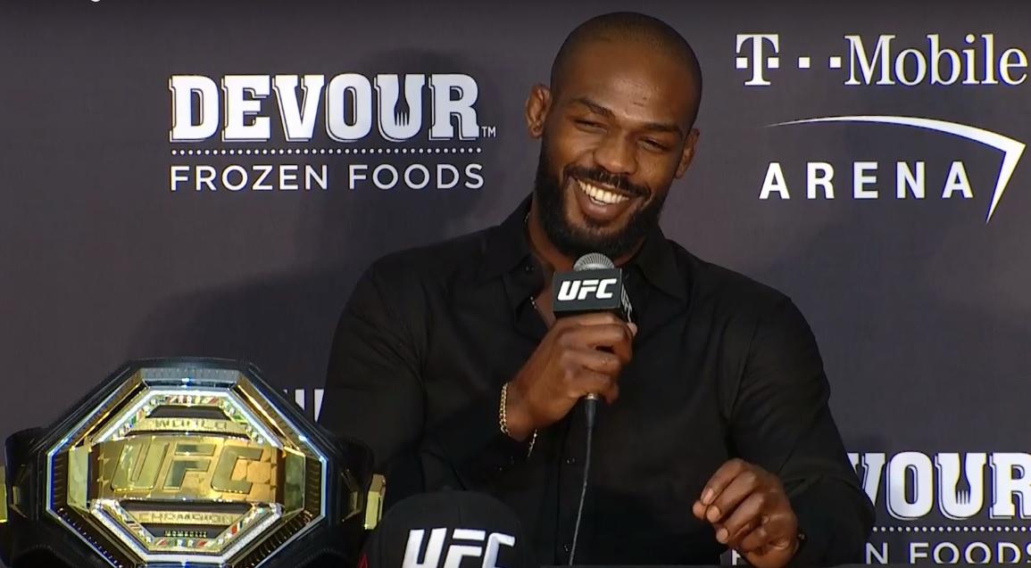 J. Jones em coletiva após o UFC 239. Foto: Reprodução/YouTube UFC