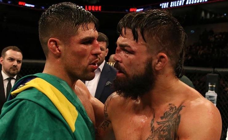 V. Luque (esq.) e M. Perry (dir.) após o UFC Montevidéu. Foto: Reprodução/Instagram @platiniummikeperry