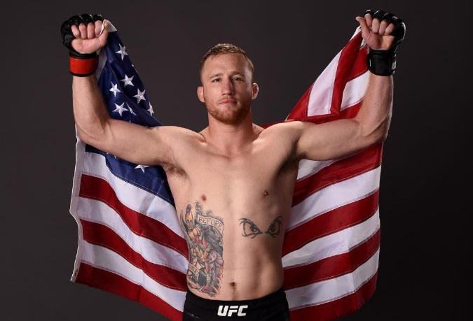 D. Gaethje (foto) posa com bandeira dos EUA. Foto: Reprodução/Instagram @justin_gaethje